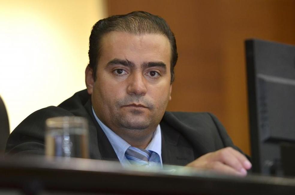 Deputado Wagner Ramos (PSD) teria cobrado R$ 250 mil de propina como relator das contas da gestão de 2014, segundo Rodrigo Barbosa (Foto: Maurício Barbant/AL-MT)