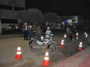 Moradores ficaram revoltados com operação de trânsito no município (Foto: Fernando Moreira/Buritis News)