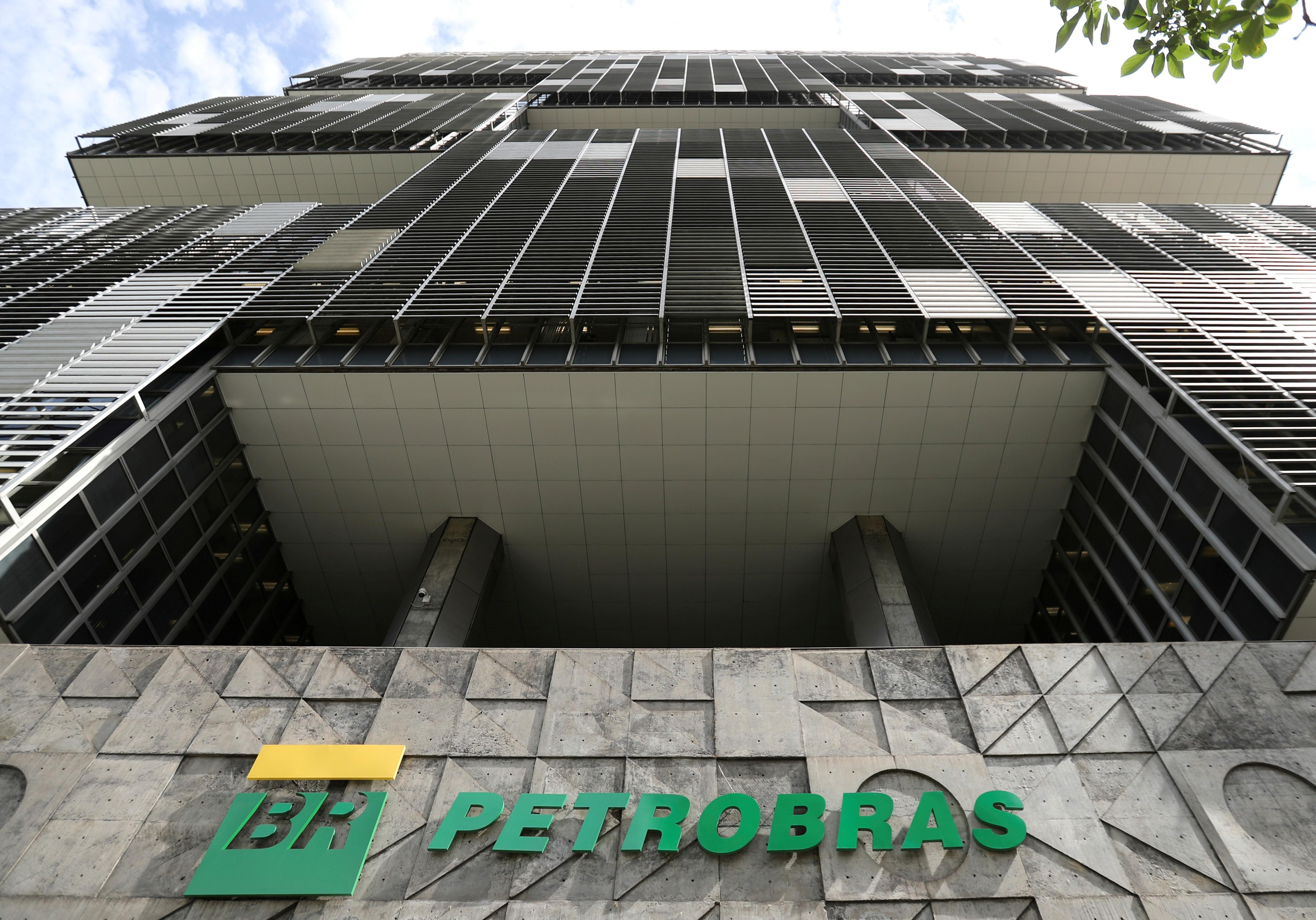 Empregados da Petrobras são alvo de uma tentativa de golpe na internet