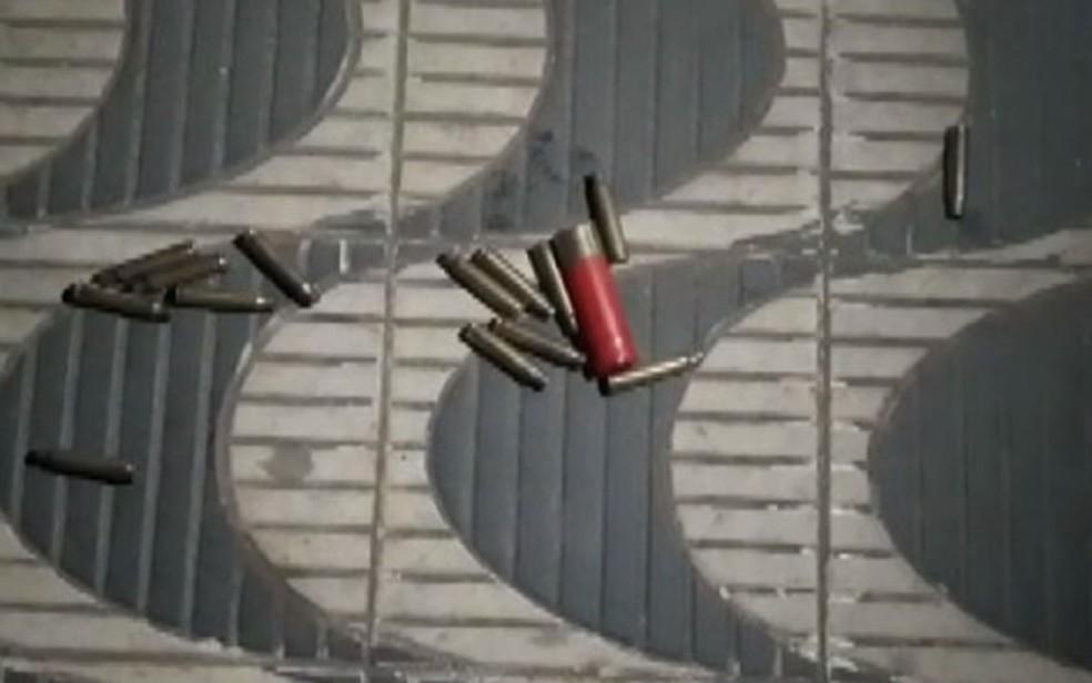 Homens armados invadiram Jeremoabo, explodiram agência da Caixa e efetuaram disparos — Foto: Reprodução/TV Bahia