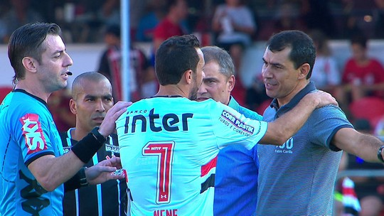 """Corinthians se irrita com Nenê; Pedro Henrique cobra """"atitude de homem"""""""