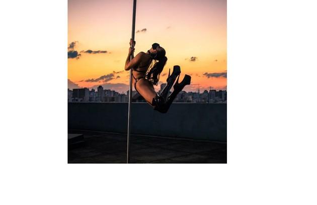 Ela tem uma casa de espetáculos de pole dance em São Paulo (Foto: Divulgação)