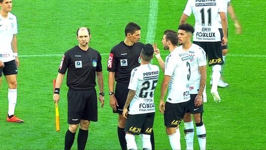 Erro da arbitragem a favor do Inter revolta jogadores do Corinthians; vídeos