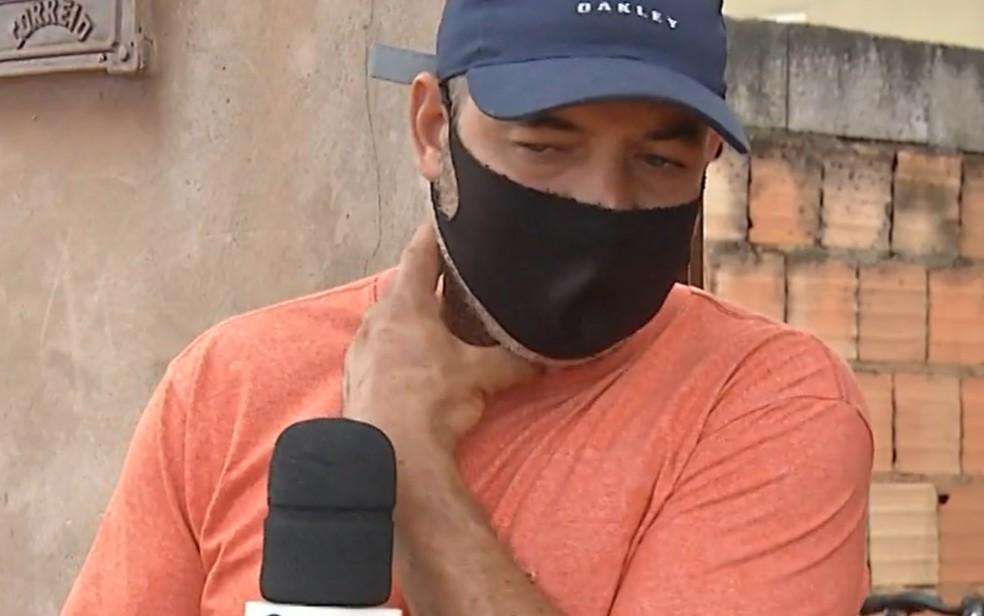 Rubens Souza, vizinho da família em que criança de 2 anos foi atacada por pit bull e morreu — Foto: Reprodução/TV Anhanguera