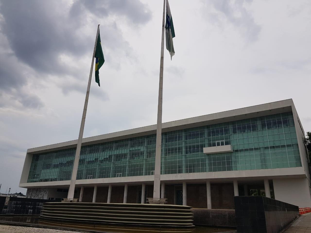Governo do Paraná propõe suspensão do reajuste de salários dos servidores