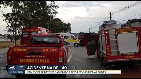 Duas crianças e mulher ficam feridas em acidente com van escolar