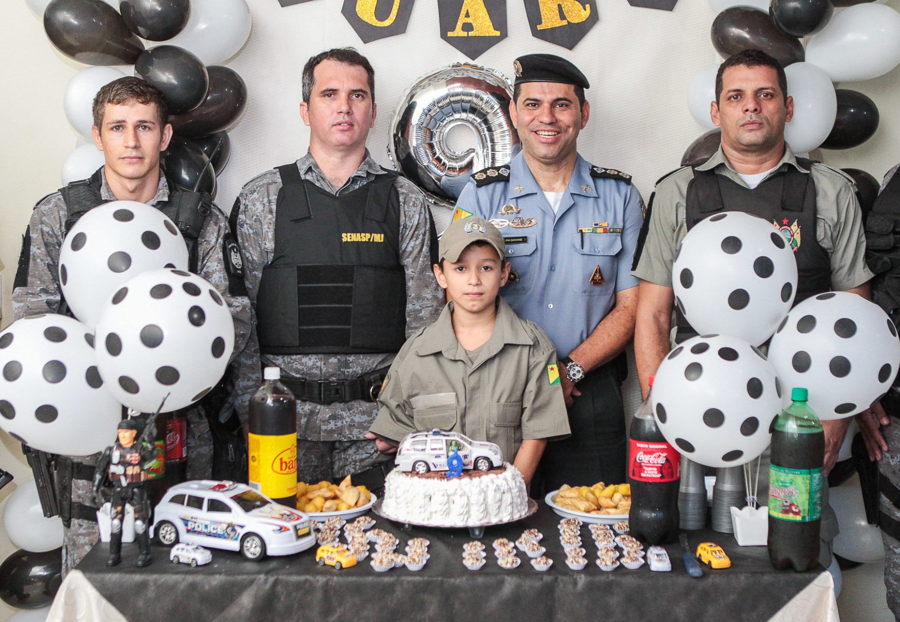 Fã da PM, menino de 9 anos ganha festa de aniversário em quartel de Rio Branco