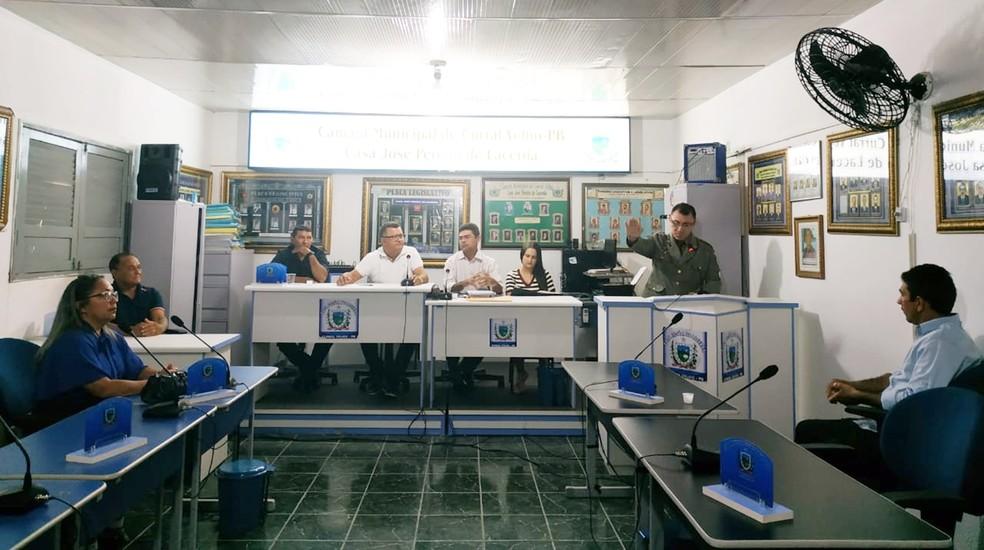 Bernardino tomou posse em sessão realizada na segunda-feira (8) em Curral Velho, na Paraíba — Foto: Eduarda Costa/Câmara de Vereadores de Curral Velho