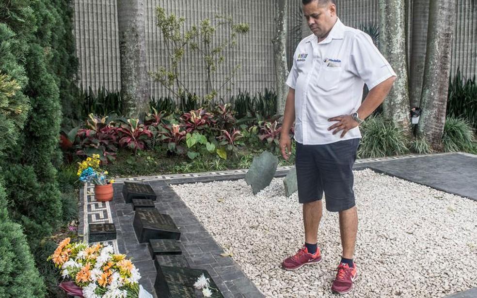 O ex-policial Carlos Palau, que passou anos caçando Pablo Escobar, é hoje guia turístico (Foto: DW/A. Williams)