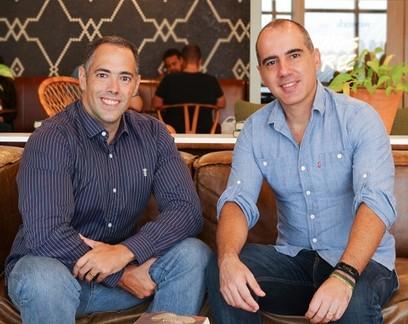 """Eles criaram o """"Tinder dos boletos"""" para ajudar clientes a negociarem contas com empresas"""