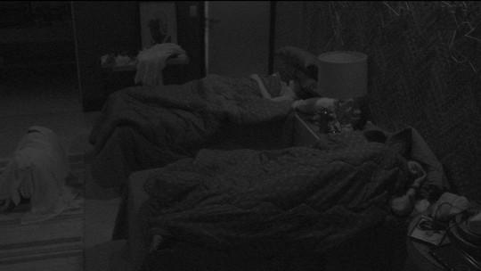 Todos os brothers dormem após noite da Festa Pop 80