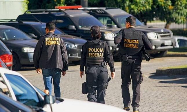 Policiais Federais durante operação: a partir da agora, todo documento é sigiloso