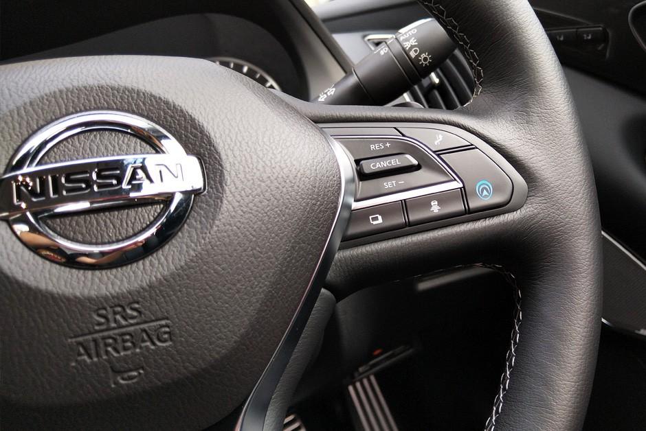 Auxílio à condução semiautônoma é ativado por botão no volante (Foto: Ulisses Cavalcante/Autoesporte)