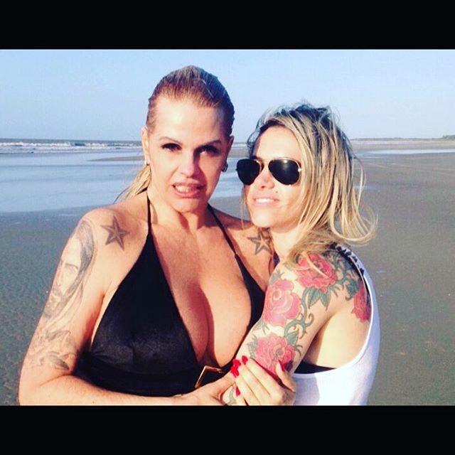 Monique Evans e namorada (Foto: Reprodução)