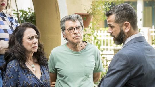 Jamil devolve as chaves da casa de Rania e Miguel