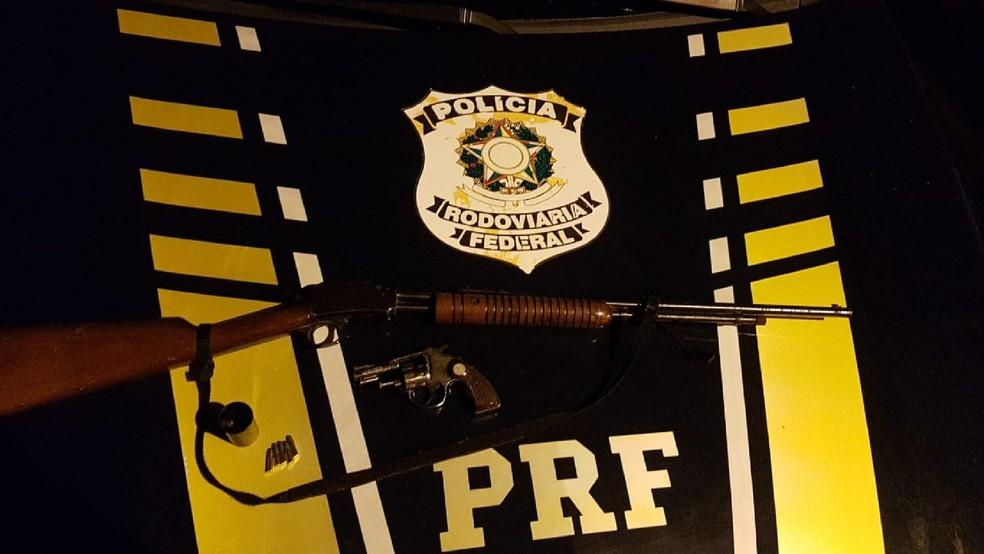 Armas apreendidas na ação. — Foto: PRF/Divulgação