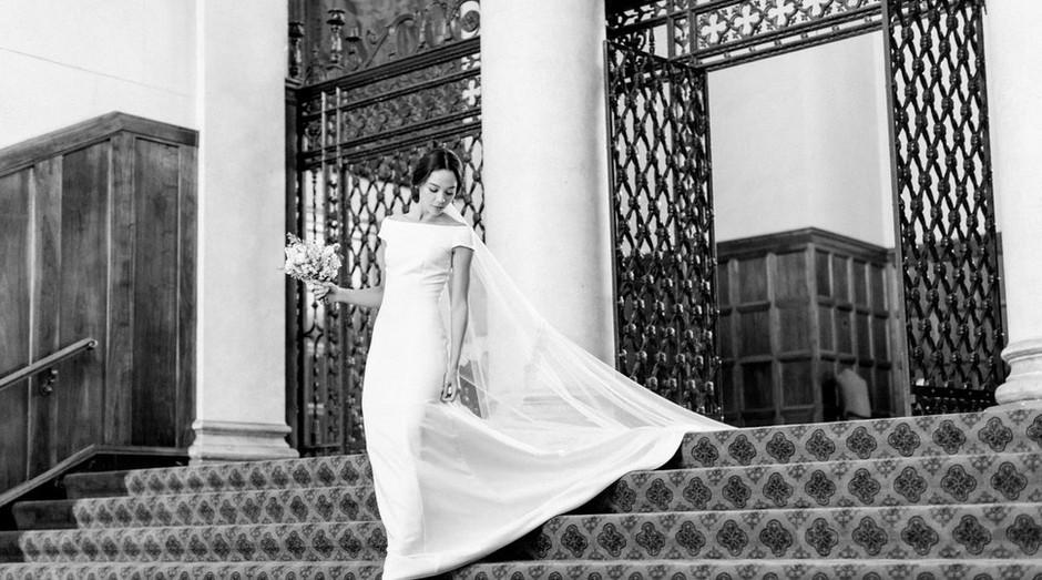 Réplica do vestido usado por Meghan Markle durante o casamento real com o Princípe Harry (Foto: Divulgação)
