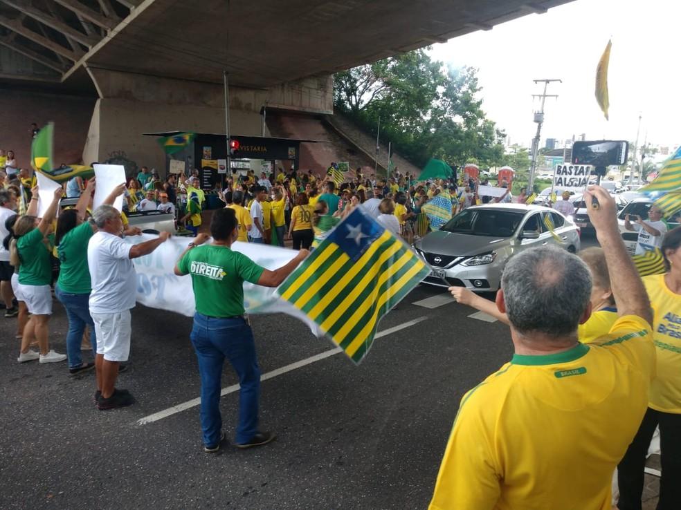 Manifestantes em Teresina se concentraram na Avenida Raul Lopes — Foto: G1 PI