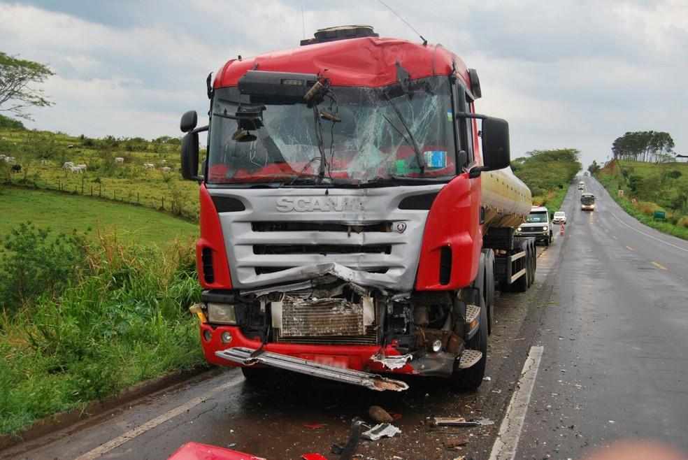 Acidente foi nesta sexta-feira (27), na SP-425 (Foto: Cristiano Nascimento/Cedida)
