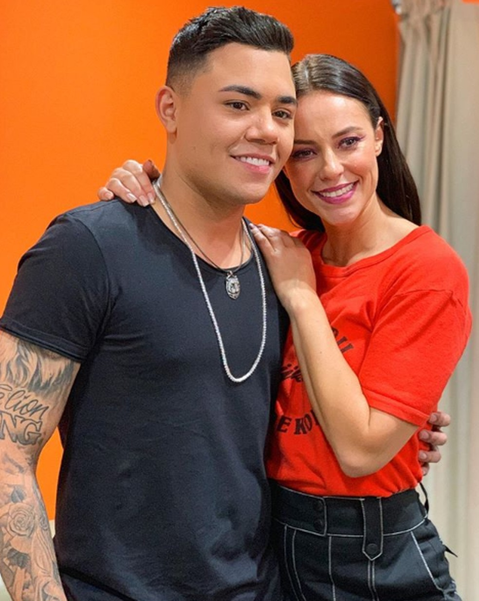 O cantor Felipe Araújo conhece Paolla Oliveira pela primeira vez. Ele é um admirador da atriz — Foto: Reprodução/Instagram