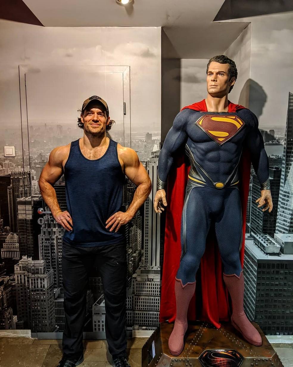 Henry Cavill e o Super-Homem — Foto: Reprodução