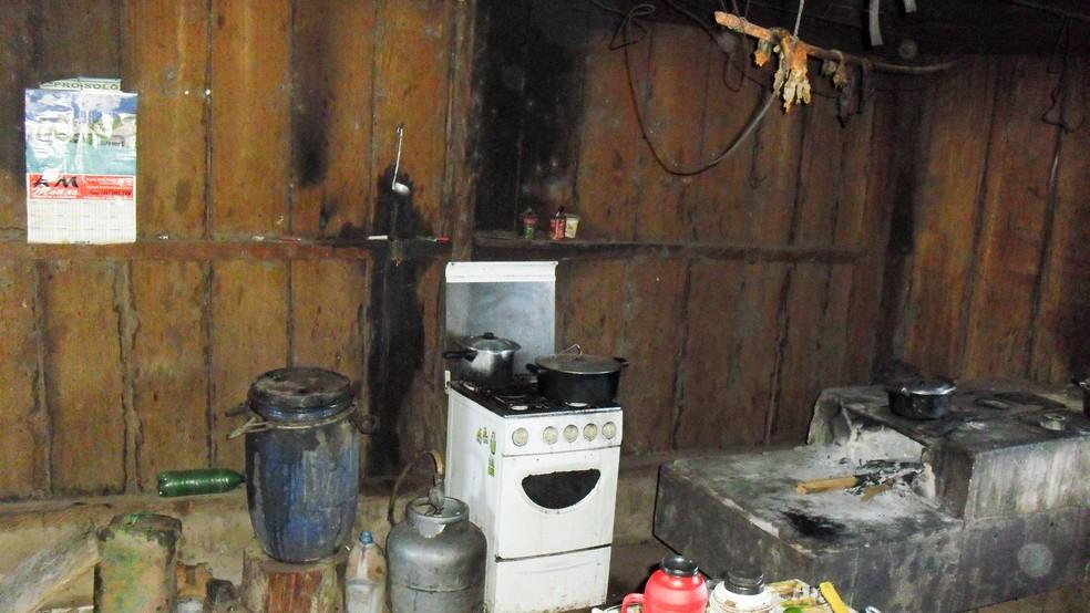 Cozinha usada por funcionários e trabalhadores era improvisada, diz MPT (Foto: Ministério do Trabalho/Ascom)