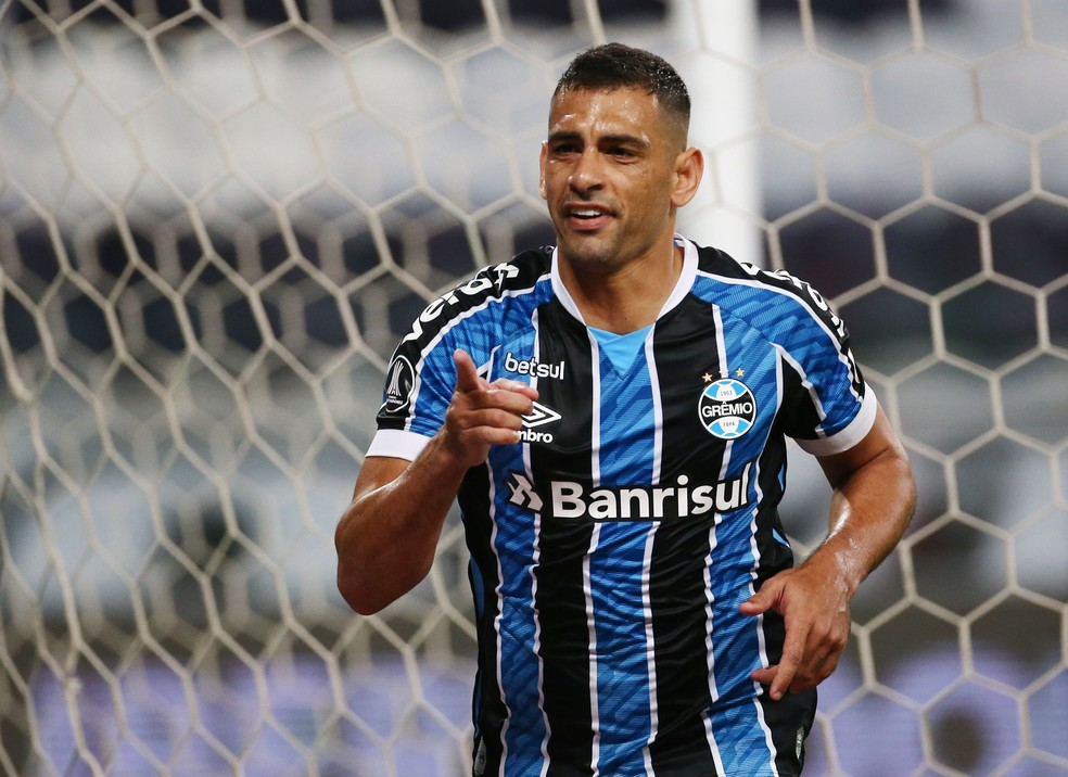 Diego Souza tem 28 gols na temporada  — Foto: REUTERS/Diego Vara