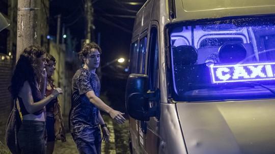Rita, Raíssa, Thiago, Anjinha, Jaqueline e Guga passam por tensão em van