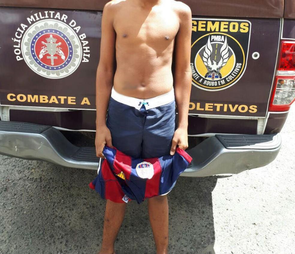 Adolescente foi apreendido suspeito de ter participado de incêndio a ônibus em Salvador. (Foto: Divulgação/SSP)