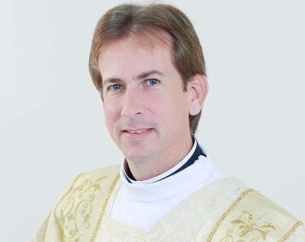 Padre Denismar Rodrigo André morava com a família em Tupã, mas ministrava missas em uma paróquia de Marília.  — Foto: Arquivo Pessoal