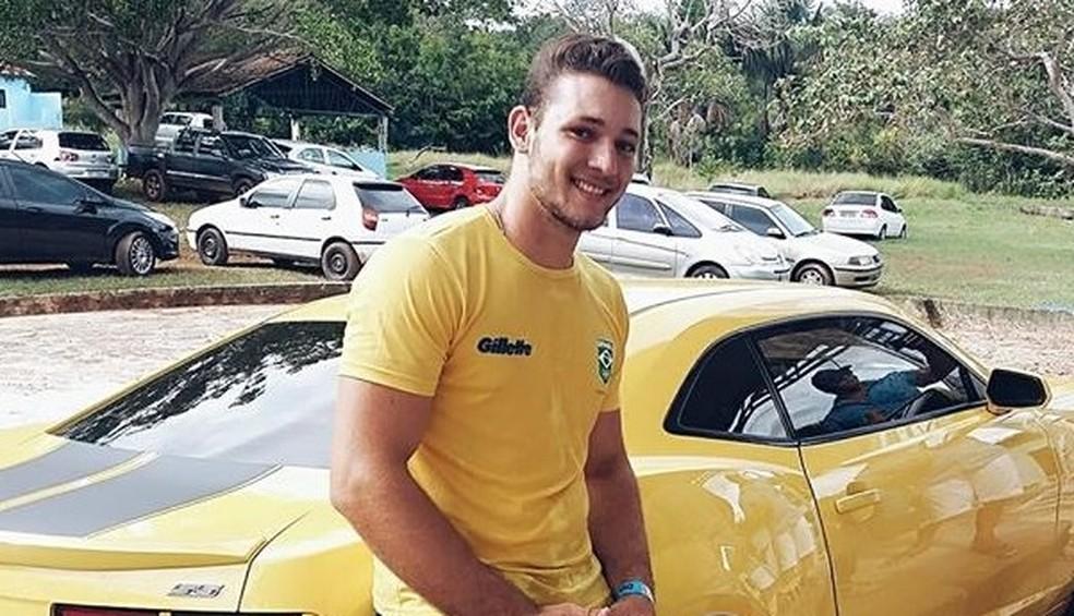 Cantor sertanejo morre após motocicleta que ele pilotava bater de frente com caminhão, em Coxim (MS). — Foto: Facebook/Reprodução