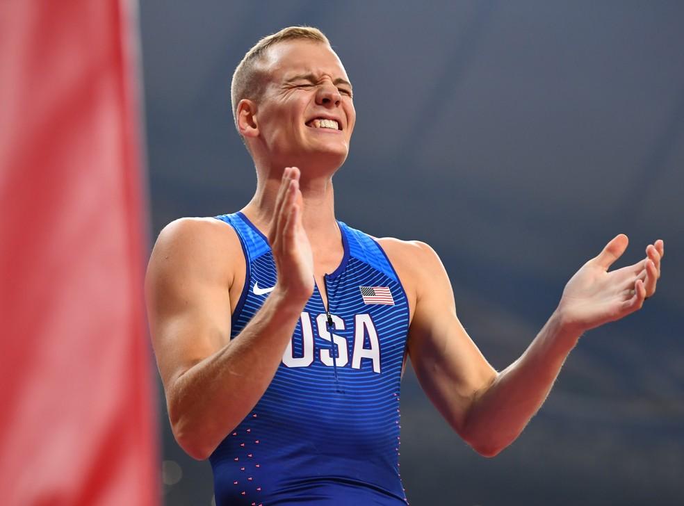 Sam Kendricks se emociona ao conquistar o bicampeonato mundial — Foto: Dylan Martinez/Reuters