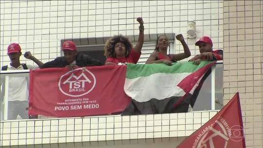 Após pedido da PM, manifestantes desocupam triplex atribuído a Lula em Guarujá, SP