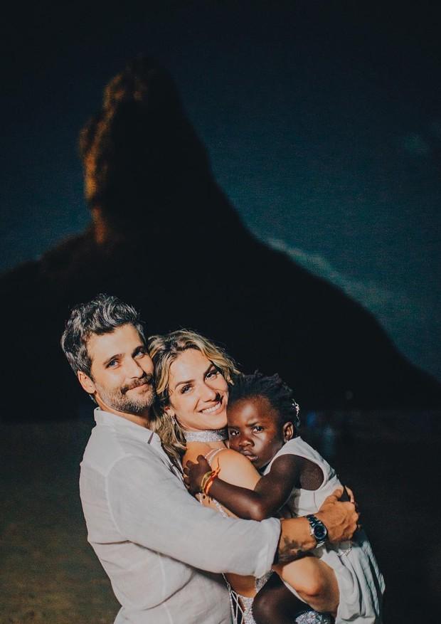 Giovanna Ewbank, Bruno Gagliasso e Titi (Foto: Reprodução/Instagram)