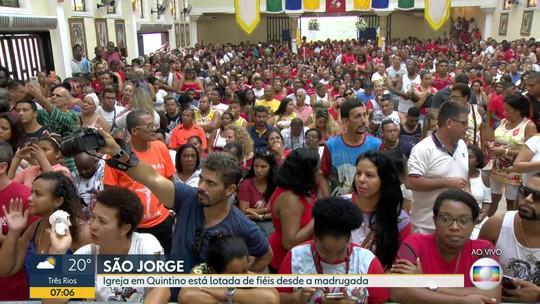 Fiéis lotam igrejas de São Jorge no Rio desde a madrugada para comemorações do dia do santo