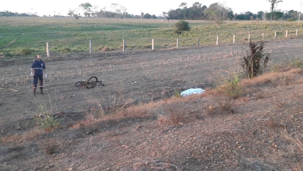 Ciclista morre após ser atropelado por táxi na BR-421 — Foto: PRF/Reprodução