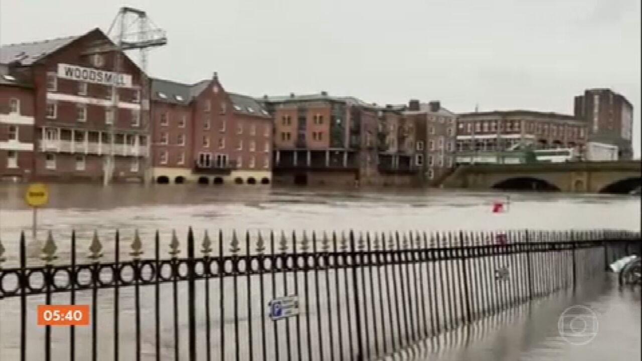 Tempestade Christoph fecha estradas e milhares de pessoas deixam suas casas na Inglaterra
