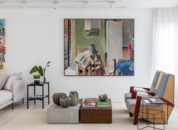 Todo o mobiliário foi escolhido para o apartamento, de modo a complementar e destacar as obras de arte  (Foto: Fran Parente/Divulgação)
