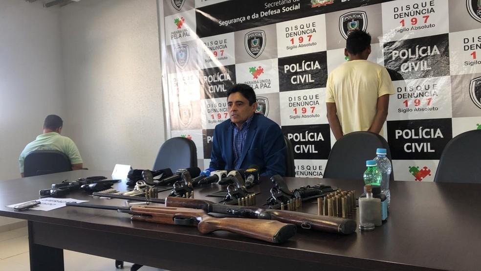 Em coletiva de imprensa, delegado Hugo Hélder explicou detalhes da Operação Édipo, em João Pessoa — Foto: Zuíla David/TV Cabo Branco
