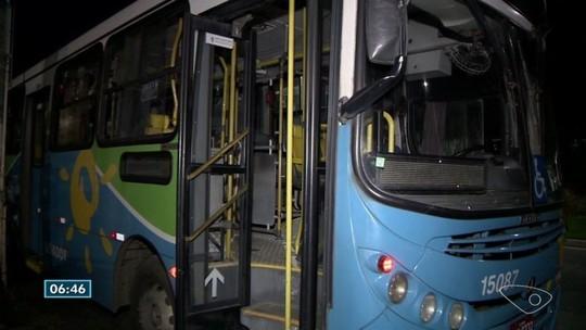 Passageiros são assaltados dentro de ônibus na Serra