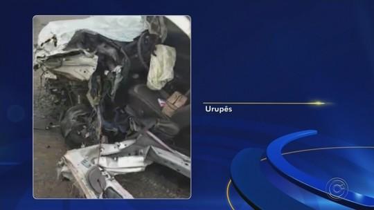 Enfermeira fica ferida ao ser lançada de carro após batida com caminhão