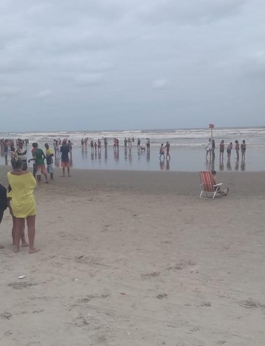 Turista desaparece após entrar no mar com a namorada no litoral de SP - Notícias - Plantão Diário
