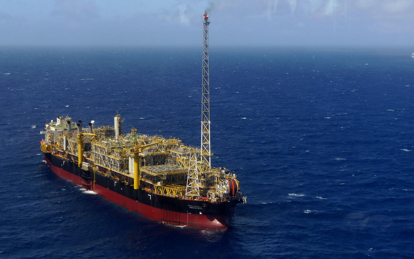 Resultado de imagem para Petrobras amplia prazos de processos de venda de 3 campos e refinarias