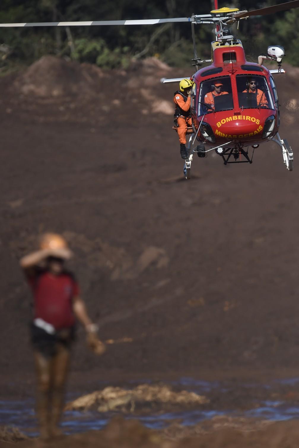 Buscas por vítimas ao rompimento de barragem continuam em Brumadinho (MG) — Foto: Douglas Magno/AFP