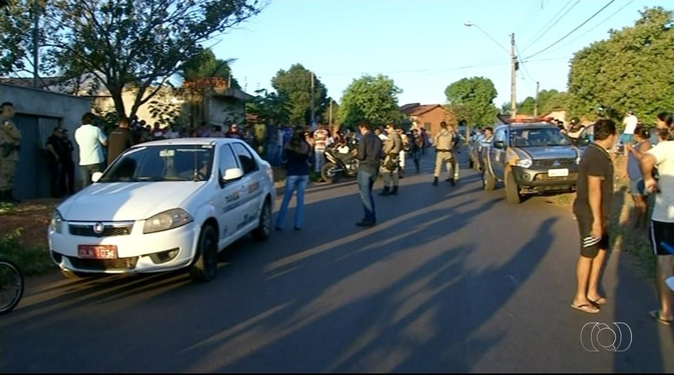 Táxi foi abordado por criminosos em Araguaína (Foto: Reprodução/TV Anhanguera)