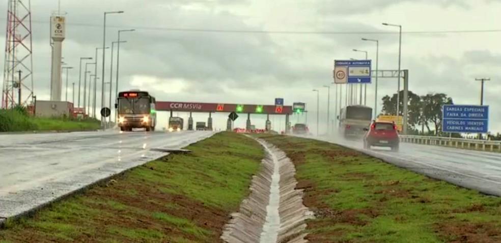 Trecho da BR-163 em Mato Grosso do Sul, uma das rodovias leiloadas durante o governo de Dilma Rousseff (Foto: Reprodução/TV Morena)