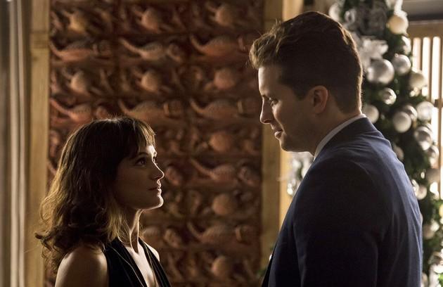 Clara (Bianca Bin) e Patrick (Thiago Fragoso) ficarão juntos e se casarão. A mocinha será chamada de mãe por Tomaz (Vitor Figueiredo) (Foto: Marília Cabral/Globo)