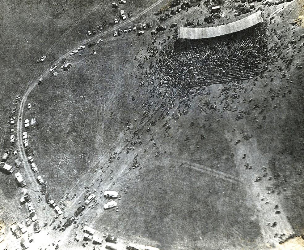 Maio de 1957: a primeira missa em Brasília — Foto: Arquivo Público/Coleção Documentos Goyaz