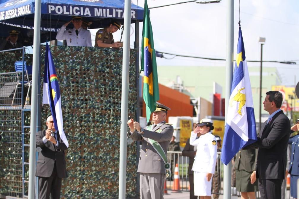 Hasteamento da bandeira durante a celebração do Sete de Setembro, na Zona Sul do Recife (Foto: Marlon Costa/Pernambuco Press)