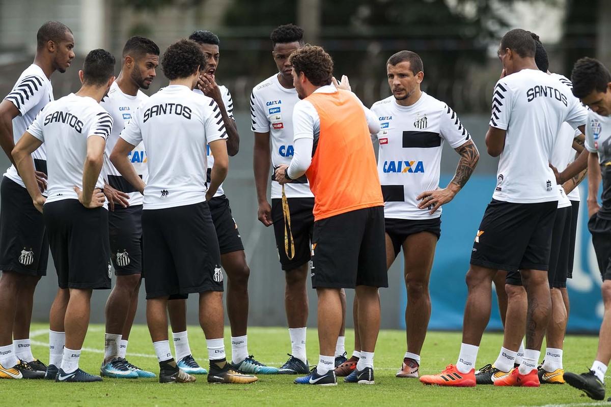 Reforços  Saídas  Veja o status do elenco do Santos para 2018 ... a9bd5cf8e03b2